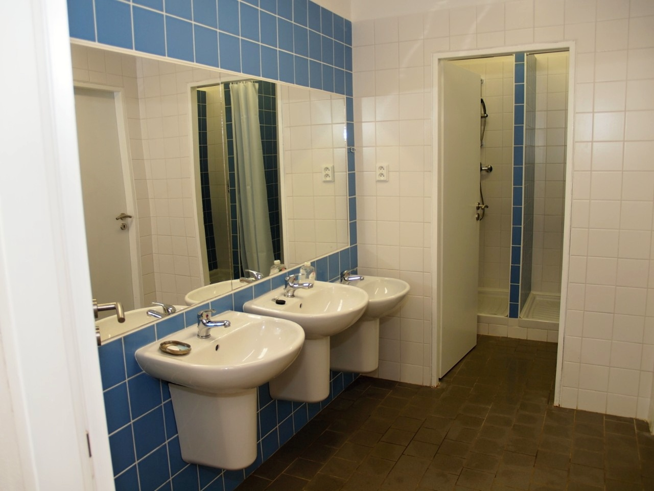 Koupelna a umyvadla (chlapci)