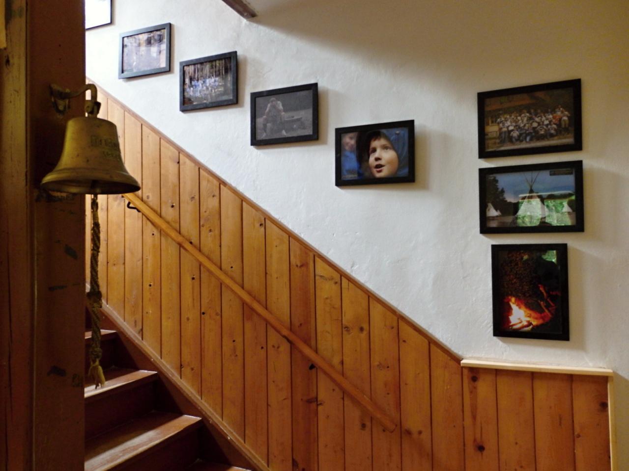 Prostory chaty - chodba a schodiště